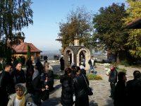 Ходочашће: Манастири Ђунис, Св. Роман и Лешје